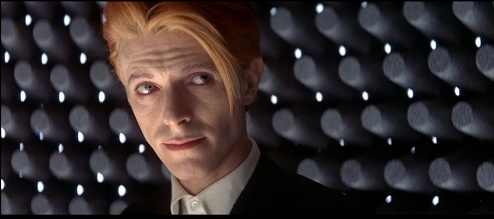 David Bowie in THE MAN WHO FELL TO EARTH (1976). British Lion Film Corporation / Cinema 5