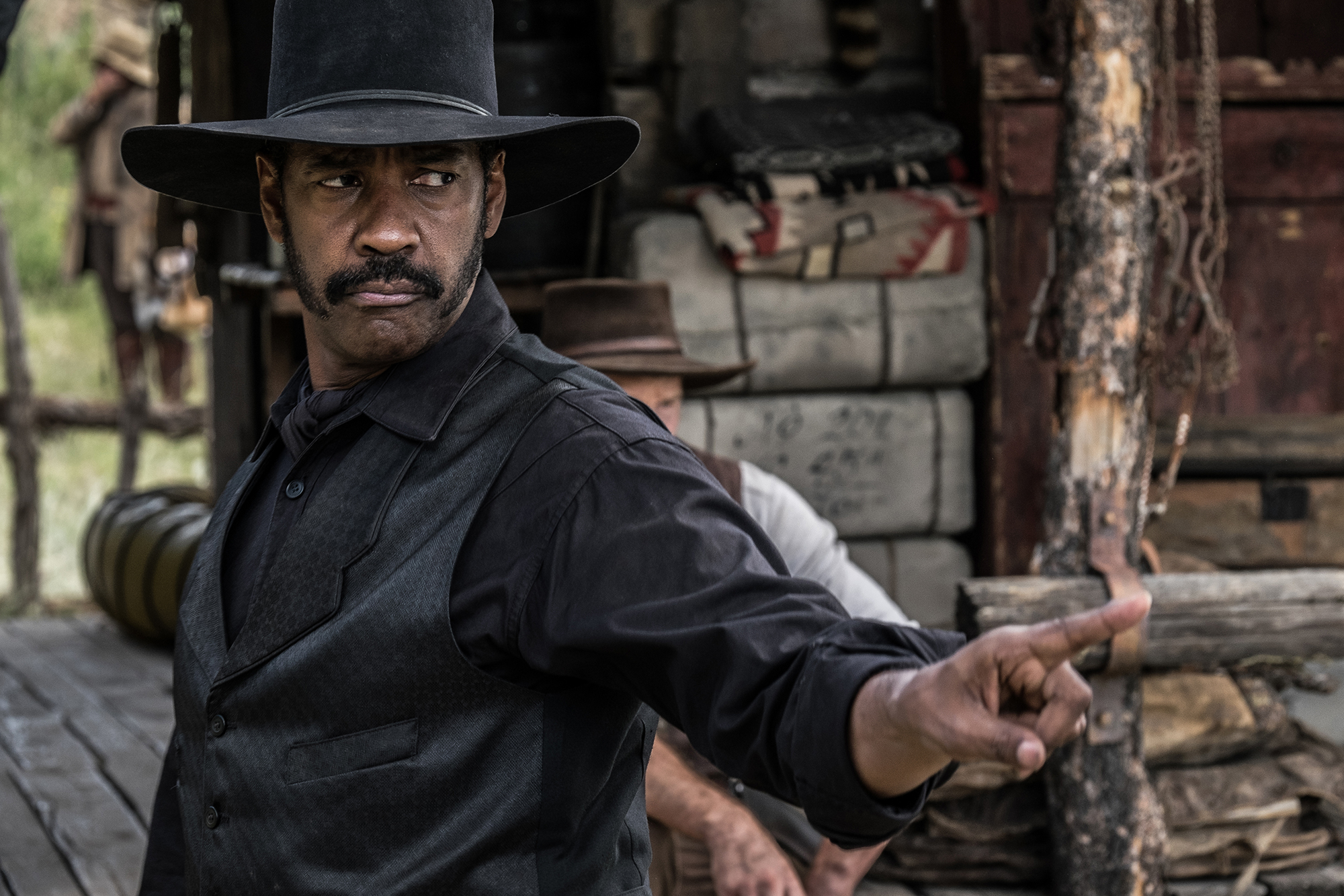 Denzel Washington in THE MAGNIFICENT 7 (2016) © Sony Pictures