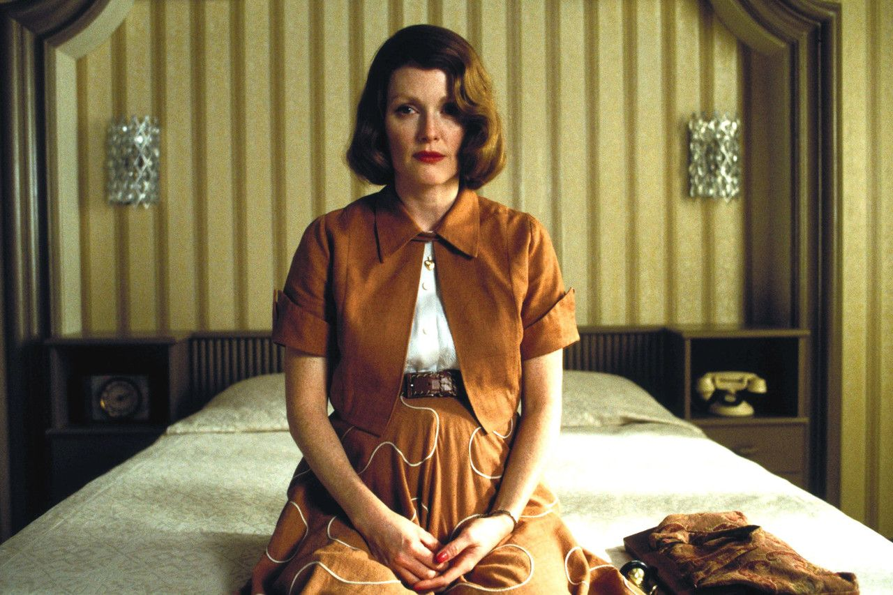 Julianne Moore in THE HOURS (2002) © Paramount Pictures
